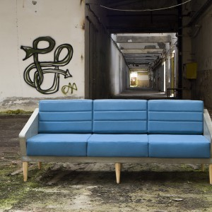 Betonowa sofa o wymiarach 192 x 72 x 100 cm waży 188 kg. Fot. Morgan & Möller.