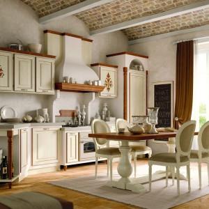 Ręcznie zdobione meble z kolekcji Savina marki Zappalorto sprawiają, że kuchnia wygląda jak prawdziwa świątynia...smaku. Fot. Zappalorto.