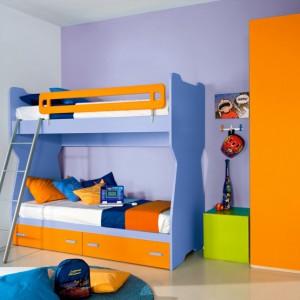 Wykorzystanie pomarańczowego koloru w pokoju chłopców sprawi, że zyska on oryginalny wygląd. Fot. Colombini Casa.