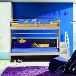 Piętrowe łóżko bywa wykorzystywane nie tylko do snu, ale i szalonej zabawy. Fot. ZG Group.