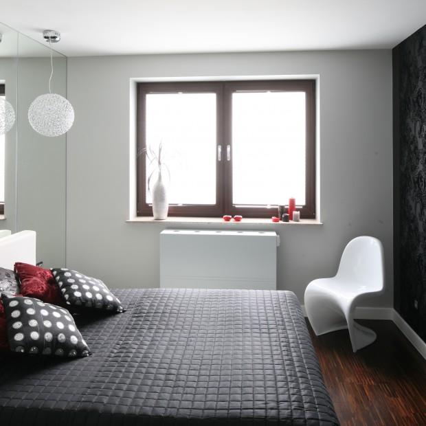 Nowoczesna aranżacja: czarno- biała sypialnia