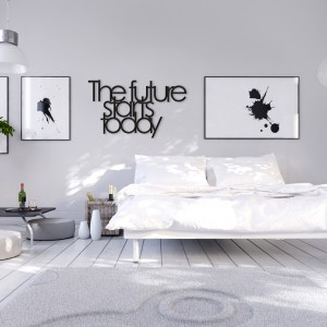 Czarny kolor oraz ciekawy krój czcionki doskonale wpisuje się w stonowaną aranżację sypialni. Dekoracyjne napisy na ścianę każdego dnia mogą dodawać nam motywacji. Fot. Dekosign.