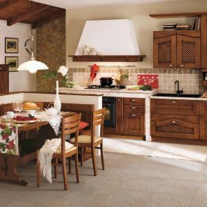 Klasyczny model kuchni z drewna Ducale 07 marki Arrital. Fot. Arrital.