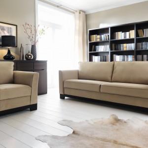 Sofa Laredo marki Black Red White. Dostępna w komplecie z wygodnym fotelem lub bez. Fot. Black Red White.