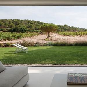 Panoramiczne okna doskonale prezentują się w nowoczesnych bryłach budynków.Fot. Fenetre Panoramique.