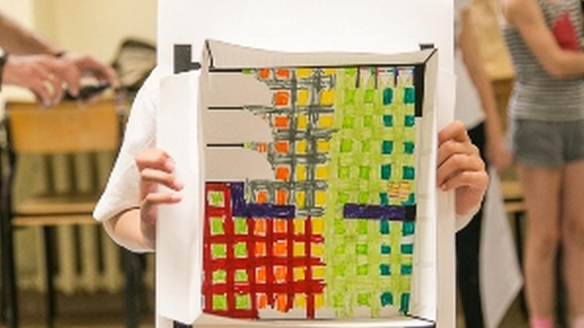 Krakowska Świetlica Architekta od wielu lat zajmuje się projektami związanymi z edukacją młodzieży w zakresie architektonicznej świadomości i estetyki przestrzeni. Tym razem, kolejna akcja przeznaczona jest dla najmłodszych dzieci – 6 latków, które właśnie rozpoczynają rok szkolny.  Fot. Grupa Tubądzin