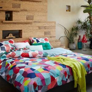 Pościel inspirowana tradycyjnymi patchworkami - kolorowe elementy tworzą ciekawą, dynamiczną kompozycję. Fot. Covers & Co.