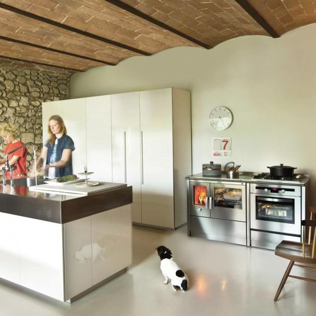 Gotowanie smaczne i zdrowe: nowoczesna kuchenka na drewno