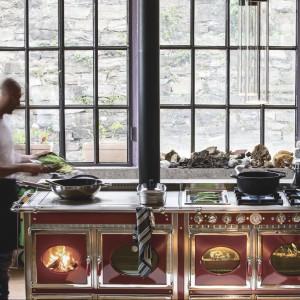Kuchenka posiada zestaw pierścieni, w których temperatura jest wyższa, idealnych do szybkiego gotowania. Fot. J.Corradi.