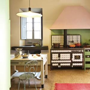 Ozdobny model Borgo Antico sprawdzi się natomiast w kuchniach w stylu klasycznym. Fot. J.Corradi.