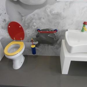 Kolorowe wyposażenie oczywiście do łazienki dla dzieci. Fot. Anna Raducha-Romanowicz.