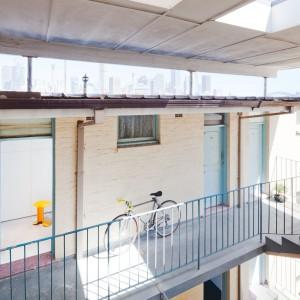 Apartament zlokalizowany jest na przedmieściach Sydney w Australii. Fot. Nicholas Gurney.