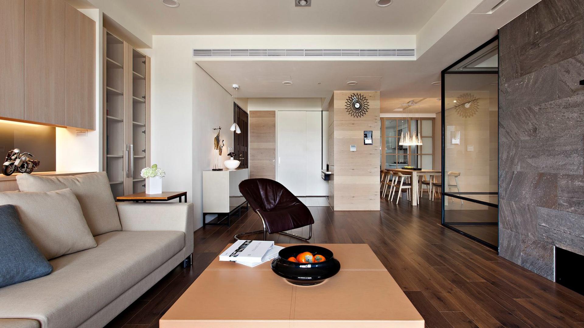 Jadalnia i pokój dzienny to otwarta przestrzeń – ciepła i pełna światła. Fot. Fertility Design.