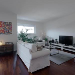 Kolorowy obraz na ścianie nie tylko pięknie wygląda. Nadaje pomieszczeniu również indywidualny charakter. Fot. Archifacturing.
