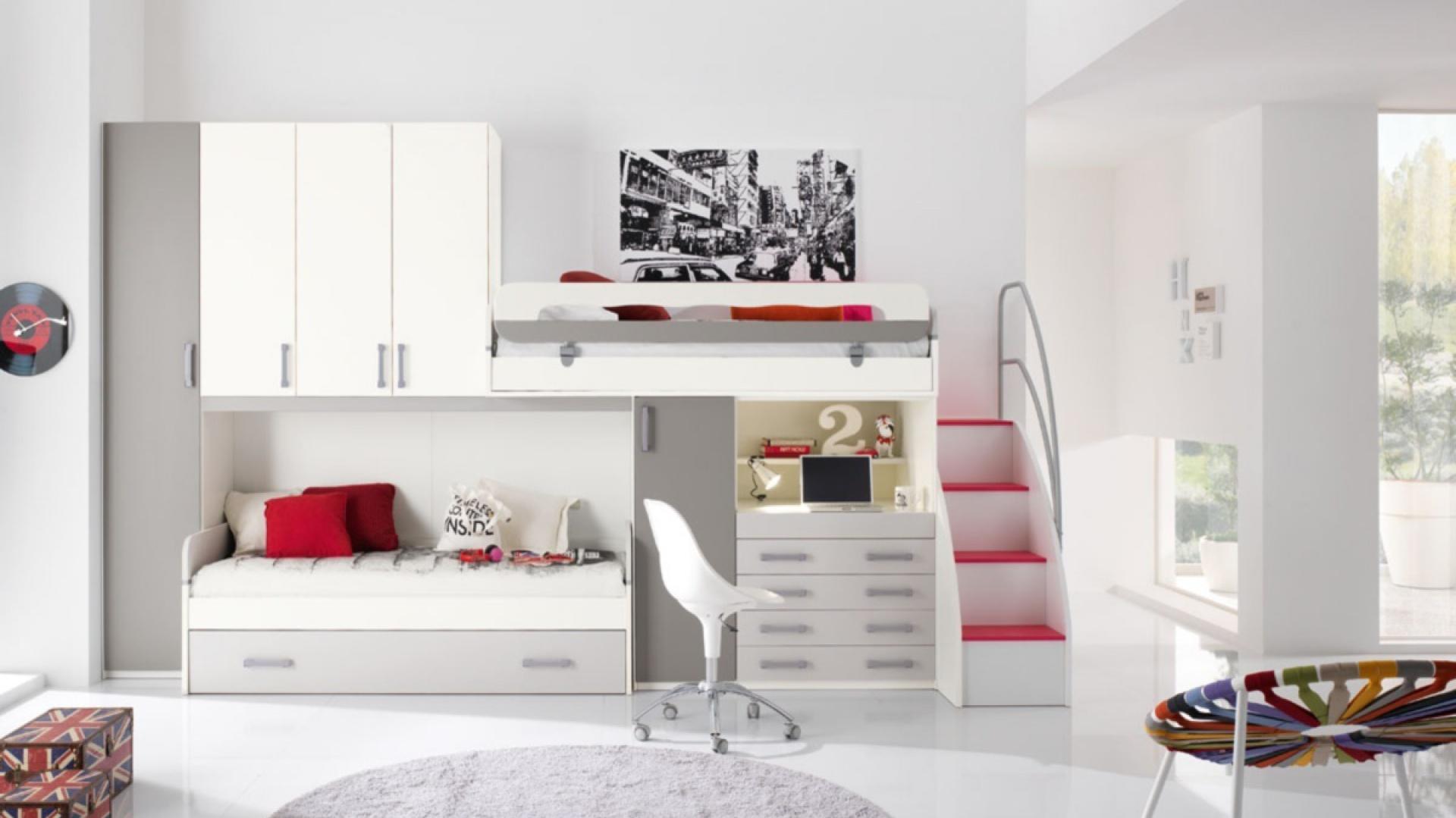 W tym pokoju fajnie i z pomysłem wykorzystano przestrzeń. Mamy tu łóżko piętrowe, ale w mniej tradycyjnym wydaniu. Fot. Spar.