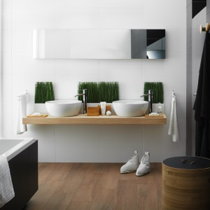 Kolekcja Modul/Purio Ceramiki Paradyż to niewymuszona elegancja, prostolinijność i minimalizm. Płytki Modul Bianco i Modul Grafit w kontrastowych kolorach. Fot. Ceramika Paradyż.