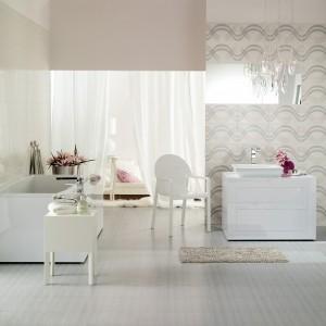 Kolekcję  w stylu glamour Felina Cersanit tworzą płytki bazowe o powierzchni urozmaiconej subtelnymi liniami oraz dekory wykorzystujące ten sam motyw dekoracyjny. Fot. Cersanit.