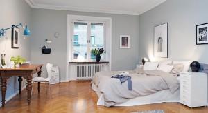 Szare ściany, tapety i tkaniny w sypialni to sposób na stworzenie neutralnej, spokojnej sypialni.