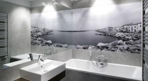 Dzięki fototapetom możemy podczas kąpieli w naszej domowej łazience przenieść się na wybrzeże Toskanii, egotyczną plaże, albo w morskie głębiny. Wystarczy wybrać odpowiednie zdjęcie.