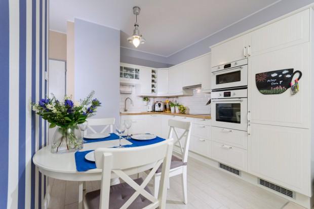 Mieszkanie na ul. Przasnyskiej w Warszawie zostało stworzone dla młodego małżeństwa, rozpoczynającego wspólne życie. Wnętrze jest zatem świeże, przytulne i oczywiście... romantyczne!