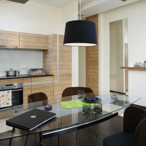 Żywym, soczystym akcentem jest podkładka na stół w kolorze limonki. Projekt: Katarzyna Merta-Korzniakow. Fot. Monika Filipiuk-Obałek.