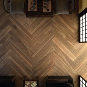 Płytki ceramiczne z kolekcji Patagonia marki Grespania imitujące drewniana podłogę do układania w jodełkę. Fot. Grespania.