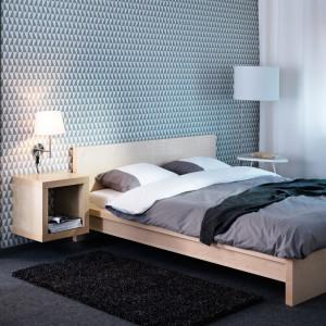Łóżko Malm wykończone okleiną z naturalnego drewna. Posiada regulowane boki łóżka, które pozwalają na użycie materaca o różnej grubości Fot. IKEA.