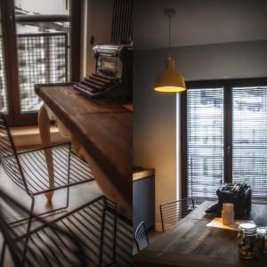 Vintagowy stolik i maszyna do pisania zabierają nas w wizualną podróż w czasie... Fot. Michał Mazurowicz.