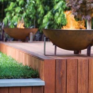 Kominek Dish. Dzięki niewielkim rozmiarom możemy go przenosić w dowolne miejsce w naszym ogrodzie. Fot. Eco Smart Fires.