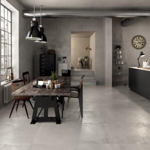 Modne płytki w dużym formacie. Wyglądem przypominają beton architektoniczny i wpisują się tym samym w nowoczesną, industrialną stylistykę. Fot. ABK, kolekcja Unika.