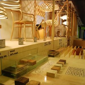 Festiwal ma formę interaktywną, dzięki czemu można poznać wagę różnych metali, struktury drewna czy sploty tkanin. Fot. Marta Ustymowicz.