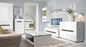 Eleganckie komody, stylowe witryny czy praktyczna meblościanka? Meble w salonie muszą w pełni pasować do naszego stylu życia. Zobaczcie propozycje w białym kolorze.