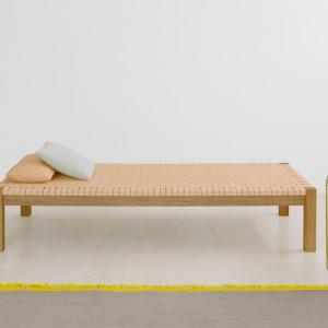 Łóżko Theban zaprojektowane w 1925 roku wciąż urzeka delikatną formą. Proj. Ferdinand Kramer. Fot. e15.
