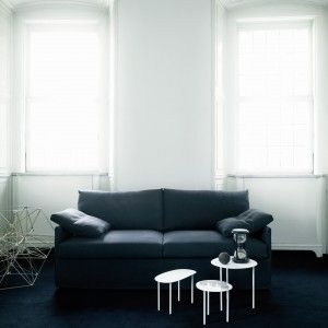 Chemise (proj. Piero Lissoni) występuje w kilku wariantach – jako rozkładany fotel z funkcją spania oraz rozkładana sofa z funkcją spania w wariancie dwu lub trzyosobowym. Fot. Living Divani/LAB.