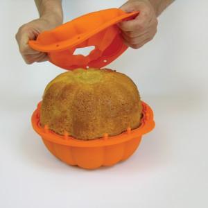 Pomysłowa forma naczynia jest jak znalazł do wypieków serwowanych na Halloween. Z pewnością zachwycimy nimi naszych gości! Fot. Lekue/Fabryka Form.