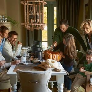 Halloween może być idealną okazją do zabawy w rodzinnym gronie. Fot. Riviera Maison/Square Space.