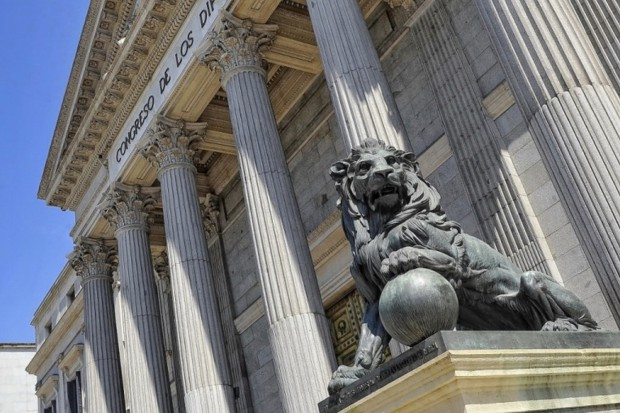 Budynek Kongresu Deputowanych w Madrycie od niedawna dysponuje nową salą, w której odbywają się obrady komisji. Dominującym akcentem Sali Prim, której nazwa upamiętnia generała Juana Prima, byłego premiera Hiszpanii, jest drewno czerwonego dębu