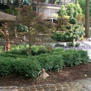 Kręte ścieżki wprowadzają dynamikę do spokojnej kompozycji ogrodu. Fot. Harder & Warner.