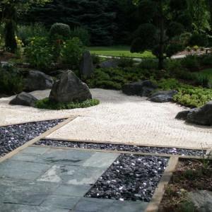 Prosta, harmonijna kompozycja połączona z symboliką poszczególnych elementów to główne cechy japońskiego ogrodu,  Fot. Harder & Warner.