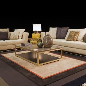 Sofy Pitti o czystym, liniowym kształcie. Tapicerka w kolorze szampana z brązowymi przeszyciami ozdobnymi. Fot. Gherardini Home
