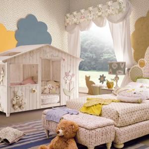 Domek do zabawy AltaModa Italia może też służyć jako mini sypialnia. Wystarczy umieścić w nim niewielki materac, małą poduszkę i koc. Fot. Fabio Luciani.