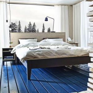 Łóżko Nornas wykonane z litego drewna. Fot. IKEA.
