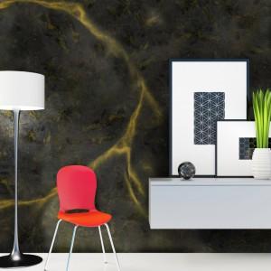 Ekstrawaganckie, a zarazem luksusowe wykończenie ściany uzyskamy wykorzystując materiały dające efekt Żyły Złota z Systemu Kreatywnej Dekoracji Primacol Decorative. Fot. Unicell Poland.