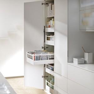System podziału wewnętrznego Orga-Line firmy Blum wnosi porządek i przejrzystość do każdego mieszkania. Fot. Blum.