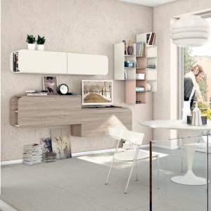 Biała, niewielka jadalnia jest prawie niezauważalną częścią salonu dziennego. Idealna dla niewielkiej rodziny. Fot. Lube Cucine.