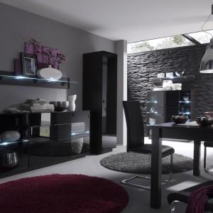 Eleganckie meble Togo marki Agata Meble. Czarny kolor podkreśla nowoczesny charakter zestawu, a zarazem sprawia, że wnętrze wygląda szykownie. Fot. Agata Meble.