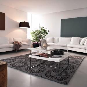 Meble modułowe Kerry marki Calligaris wyróżnia prosta elegancka linia oraz niezwykle komfortowe siedziska. Fot. Calligaris.