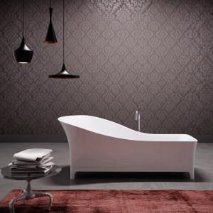 Wanna Sofa marki Glass swoją nazwę oraz formę zawdzięcza sofie - w takiej wannie można się wylegiwać z podwójną przyjemnością. Fot. Glass.