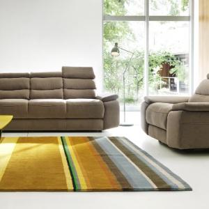 Stella to jeden z najbardziej komfortowych mebli Gali. Każde z siedzisk posiada funkcję relaksu oraz ruchomy zagłówek pozwalające ustawić fotel w najbardziej optymalnej pozycji. Fot. Gala Collezione.