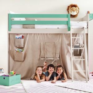 Piętrowe łóżko może być wykorzystywane także jako przestrzeń inspirująca do wielu ciekawych zabaw. Fot. Cuckooland.